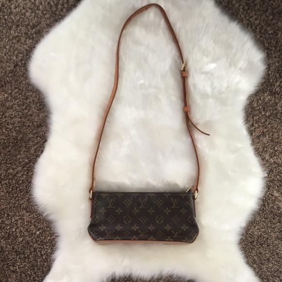 Louis Vuitton Handbags - Authentic Louis Vuitton Monogram Trotteur Bag